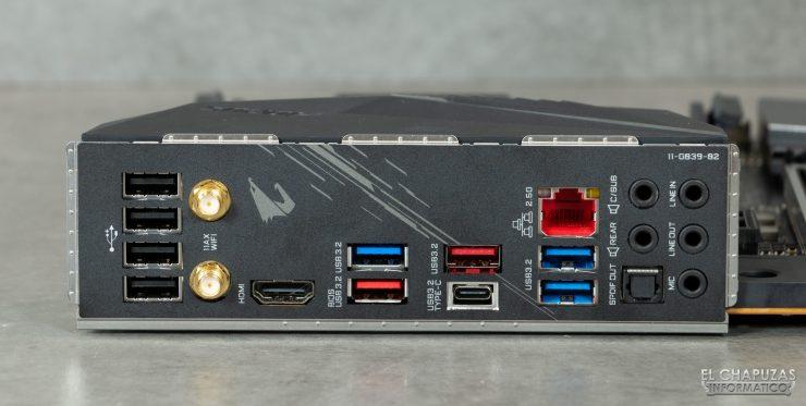 Gigabyte Z490 Aorus Pro AX - Conectores traseros