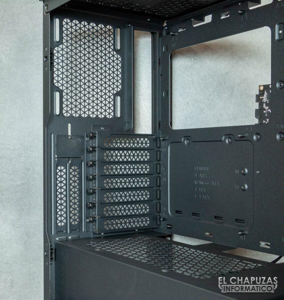 Corsair iCUE 4000X RGB - Interior lado trasero