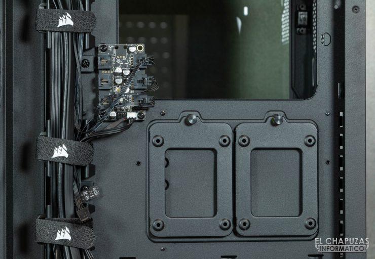 Corsair iCUE 4000X RGB - Interior lado secundario - Bahías y controladora
