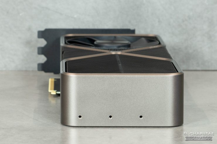 Nvidia GeForce RTX 3090 Founders Edition - Vista trasera