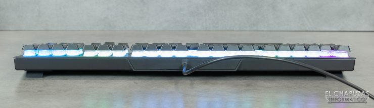 Corsair K60 RGB Pro - Margen trasero