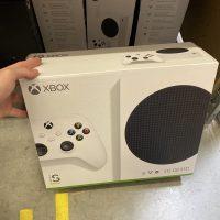 Ya podemos ver cómo luce la caja de la Xbox Series S