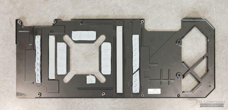 Asus ROG Strix GeForce RTX 3090 OC - Backplate desmontado